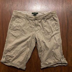 Eddie Bauer ladies size 6 tan shorts